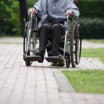年金生活の老夫婦、病気の為転居困難でリースバック提案